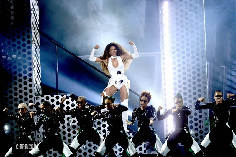 Ciara Heats Up The Stage With 'Level Up' Performance With Missy Elliot