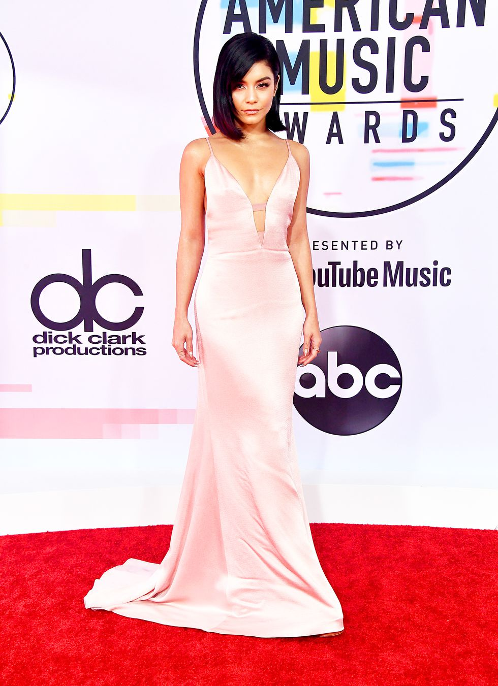 Style Alert: 2018 American Music Awards Red Carpet Looks